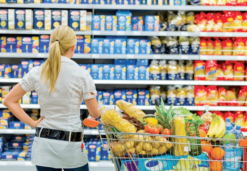 Sắp xếp hàng hóa với kệ siêu thị chứa hàng