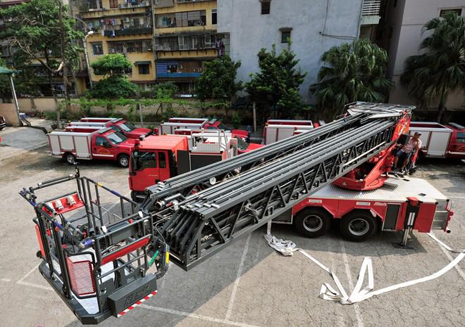 Hình ảnh xe thang khổng lồ tại Hà Nội